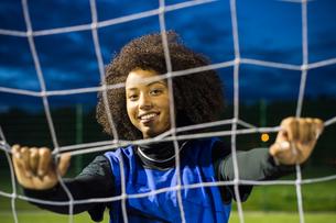Female football player, Hackney, East London, UKの写真素材 [FYI03596487]