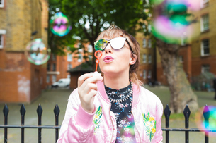 Retro styled young woman blowing bubblesの写真素材 [FYI03597120]
