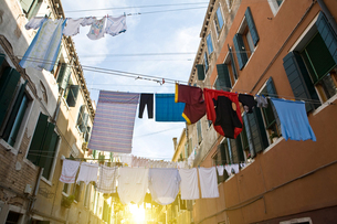 Laundry on washing lines across street, Venice, Veneto, Italy, Europeの写真素材 [FYI03597236]