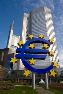 European central bank signage, by skyscrapers, Frankfurt, Hessen, Germany, Europeの写真素材 [FYI03597320]