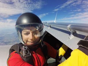 Portrait of female skydiver preparing to jump from aircraftの写真素材 [FYI03597701]