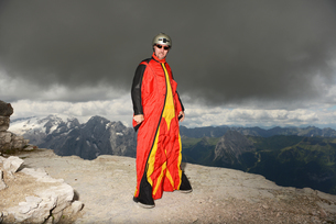 Portrait of base jumper on Dolomite mountains wearing wingsuit, Canazei, Trentino Alto Adige, Italy,の写真素材 [FYI03597718]