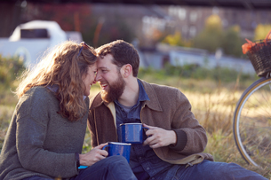 Couple enjoying coffee break on marshesの写真素材 [FYI03599122]