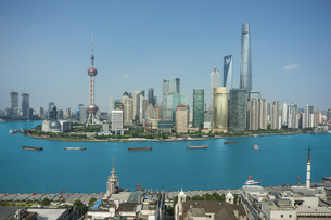 Elevated cityscape with oriental pearl tower in skyline and Huangpu river, Shanghai, Chinaの写真素材 [FYI03599242]