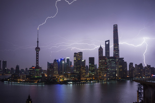 Elevated cityscape with lightning striking oriental pearl tower at night, Shanghai, Chinaの写真素材 [FYI03599243]