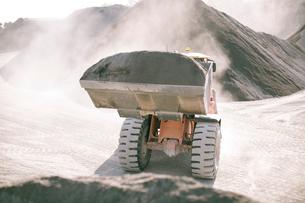 Heavy machinery in quarryの写真素材 [FYI03599436]