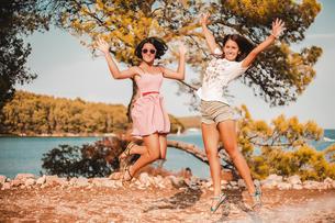 Women feeling carefree on holiday by coast, Koralat, Zagrebacka, Croatiaの写真素材 [FYI03599576]