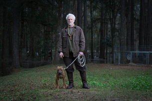 Man and pet dog on leadの写真素材 [FYI03599595]