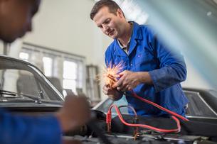 Car mechanics testing car engine in repair garageの写真素材 [FYI03600055]
