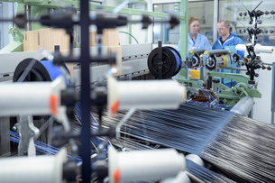 Carbon fibre thread on loom in carbon fibre production facilityの写真素材 [FYI03600089]