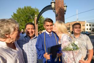 Teenage boy and family at graduation ceremonyの写真素材 [FYI03600304]