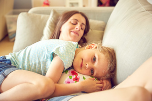Portrait of girl hugging and resting on pregnant mother's stomachの写真素材 [FYI03600651]