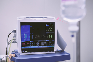Vital signs medical monitor in maternity ward operating theatreの写真素材 [FYI03601068]
