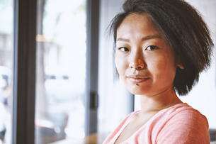 Portrait of woman with nose piercing in cafe, Shanghai French Concession, Shanghai, Chinaの写真素材 [FYI03601106]