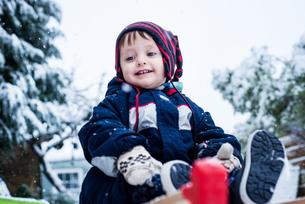 Portrait of boy wearing ski suitの写真素材 [FYI03601555]