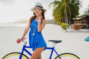 Portrait of young woman in sundress with bicycle on sandy beach, Krabi, Thailandの写真素材 [FYI03601905]
