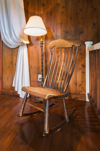 Antique wooden rocking chair and lamp, inside a New Hampton style home, Quebec, Canadaの写真素材 [FYI03602021]