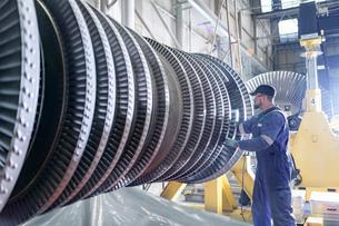 Engineer working on high pressure steam turbine in turbine maintenance factoryの写真素材 [FYI03602259]