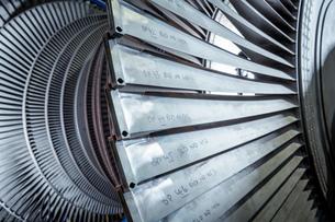 Detail of low pressure turbine in turbine maintenance factoryの写真素材 [FYI03602264]