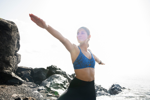 Young woman practicing yoga warrior pose on beach, Las Palmas, Canary Islands, Spainの写真素材 [FYI03603308]