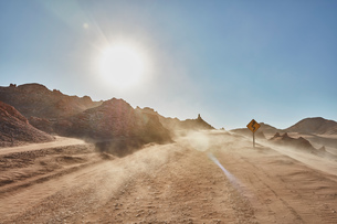 Dusty desert dirt track, San Pedro de Atacama, Chileの写真素材 [FYI03603744]