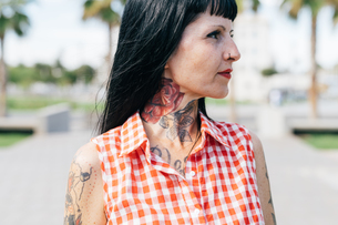 Mature female hipster with tattooed neck, close upの写真素材 [FYI03603949]