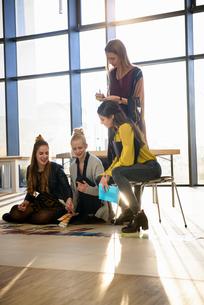 Team of female designers looking at colour swatches on design studio floorの写真素材 [FYI03604495]