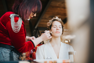 Bride preparing for wedding with make-up artistの写真素材 [FYI03604739]