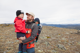 Male hiker with sons in mountain landscape, Jotunheimen National Park, Lom, Oppland, Norwayの写真素材 [FYI03604876]