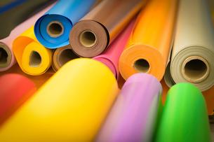 Rolls of colourful vinyl in factoryの写真素材 [FYI03604906]
