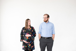 Pregnant couple, white backgroundの写真素材 [FYI03605033]