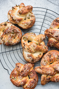 Homemade pretzels with mixed seeds and saltの写真素材 [FYI03605844]