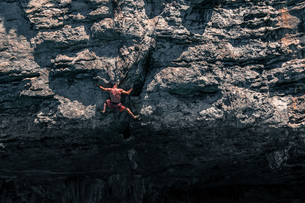 Rock climbing on limestone rock, Tonsai, Krabi, Thailandの写真素材 [FYI03606997]