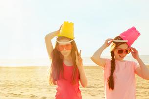 Best friends on seaside holidayの写真素材 [FYI03607008]