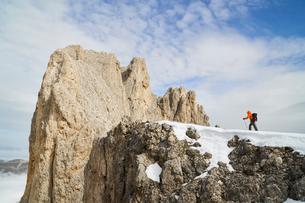 Hiker in Canazei, Trentino-Alto Adige, Italyの写真素材 [FYI03607136]