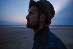 Man in hat on beach at sunset, Odessa, Ukraineの写真素材 [FYI03607894]