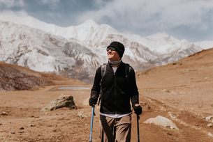 Hiker on trail, Annapurna Circuit, the Himalayas, Manang, Nepalの写真素材 [FYI03608632]