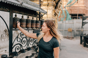 Woman at Monkey Temple, Kathmandu, Nepalの写真素材 [FYI03608640]