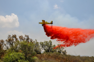 Aircraft drops fire retardant on a fire caused by Palestinian Kite bombs flown from Gaza to set fireの写真素材 [FYI03608645]