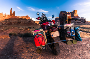 Motorcycle on rock climbing route, Canyonlands National Park, Moab, Utah, USAの写真素材 [FYI03608901]
