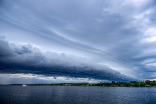 A shelf cloud moves over the Indian River Lagoon as a storm approaches, Melbourne, Floridaの写真素材 [FYI03608948]