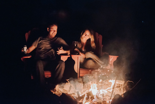Couple sitting by camp fire, Algonquin Park, Canadaの写真素材 [FYI03609216]