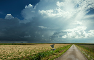 Thunderstorms travelling over Rilland, Zeeland, Netherlandsの写真素材 [FYI03609418]
