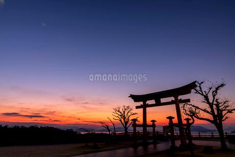 瀬戸内の夜明けの写真素材 [FYI03609571]