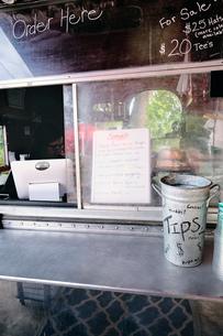 Service window of food truckの写真素材 [FYI03610730]