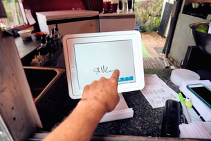 Digital screen for food orders and payment at eateryの写真素材 [FYI03610735]