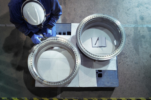 Overhead view of engineer measuring oil seals in nuclear power station during outageの写真素材 [FYI03612231]