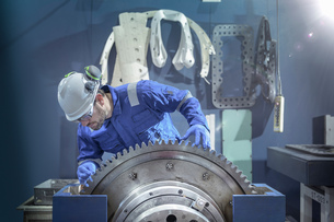 Engineer inspecting large gear during outage in nuclear power stationの写真素材 [FYI03612233]