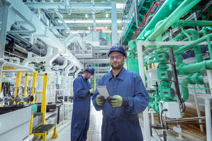 Portrait of engineer in turbine hall in nuclear power stationの写真素材 [FYI03612241]