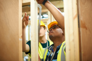 Male higher education students building wooden framework in college workshopの写真素材 [FYI03612379]